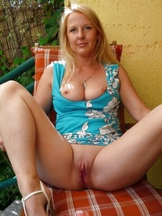 Blonde mature with nice and thin pussy..