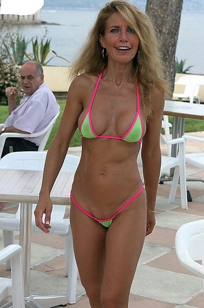 Juicy mom in small panties - Hot Mature Girlfriends
