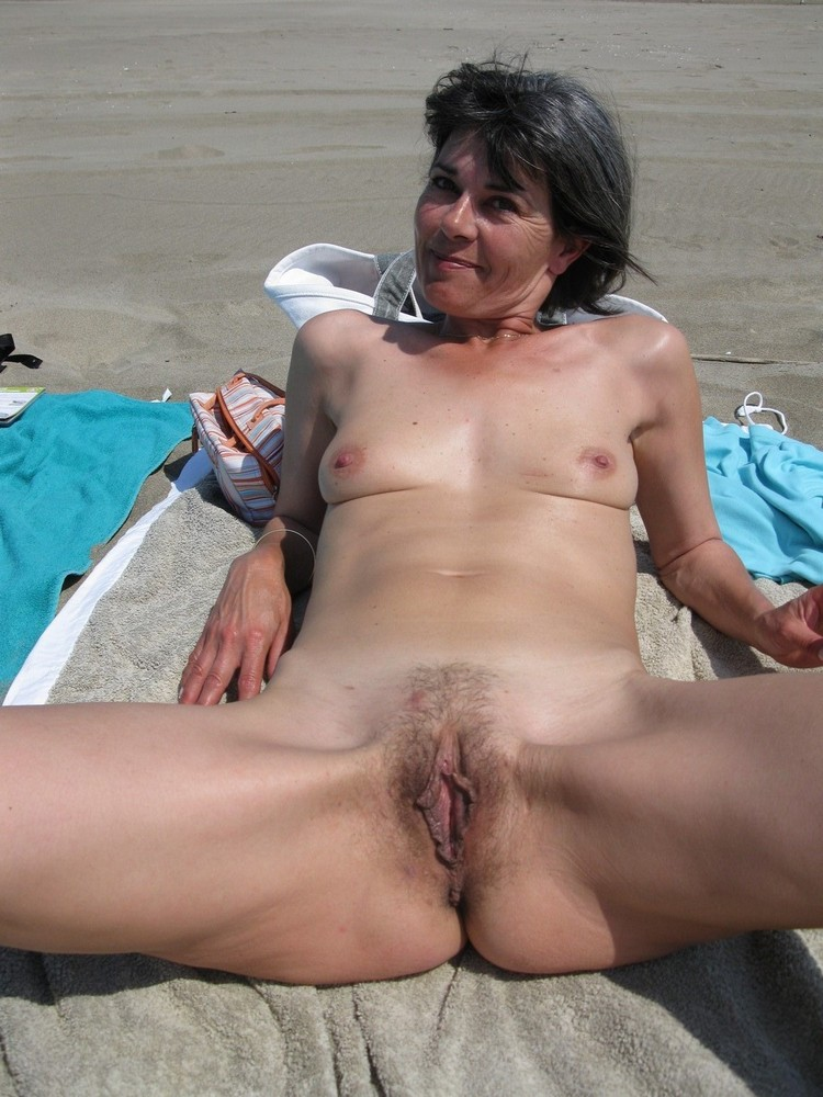 hot mature woman looking for boyfriends and even sex adventures they