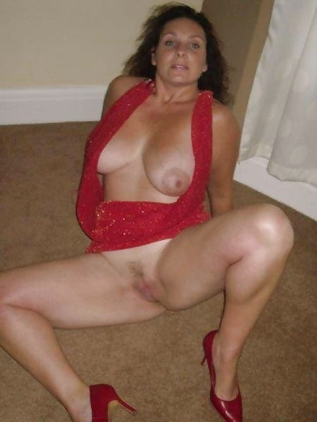 nude Mature italian mom