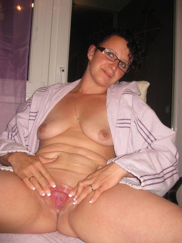 amateur totally nude milf