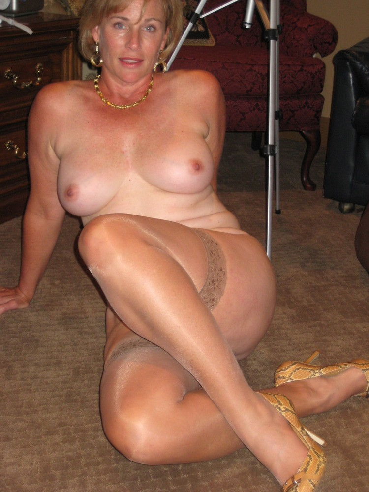 ... Cock hungry mature bitches in the action Hot Mature Girlfriends