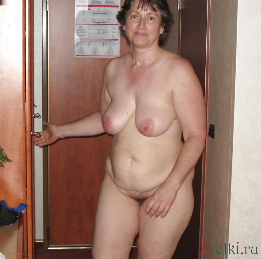 nude mom in shower pic