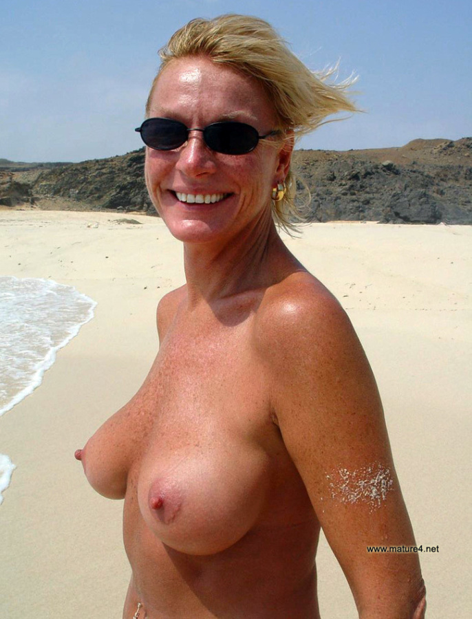 Nice nude middle aged girl think