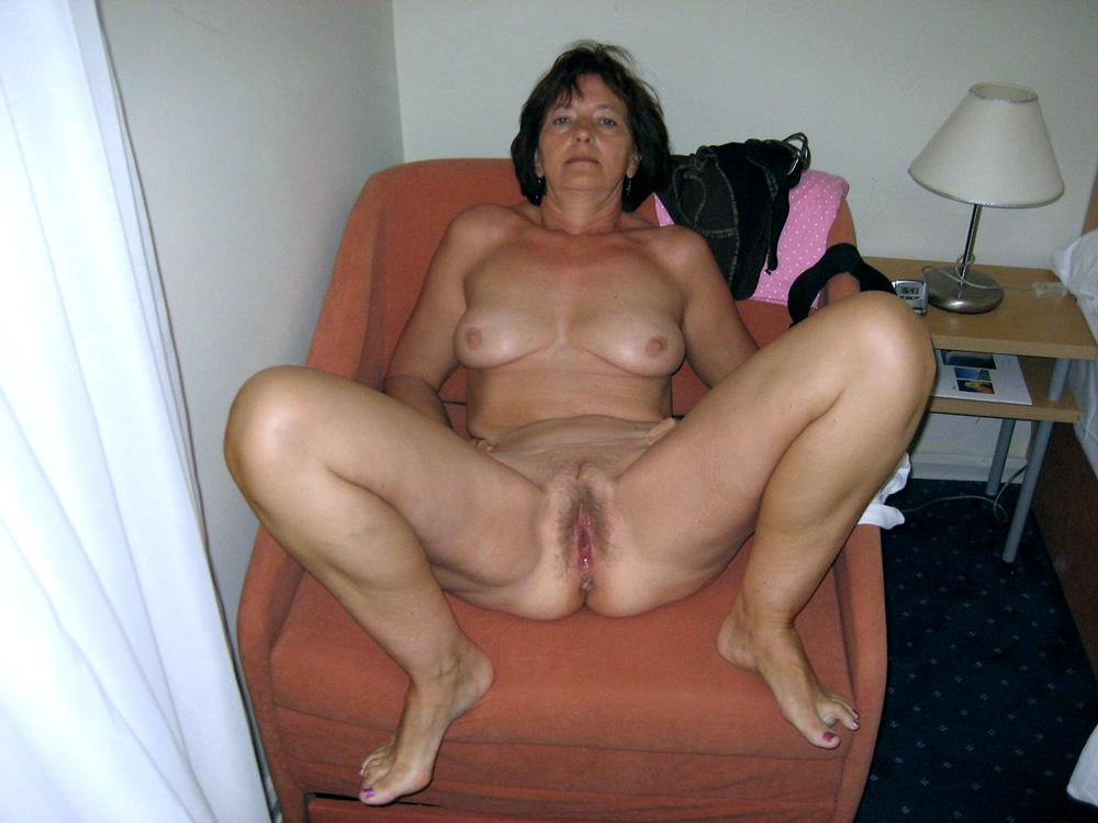 Woman drunken nude — img 9