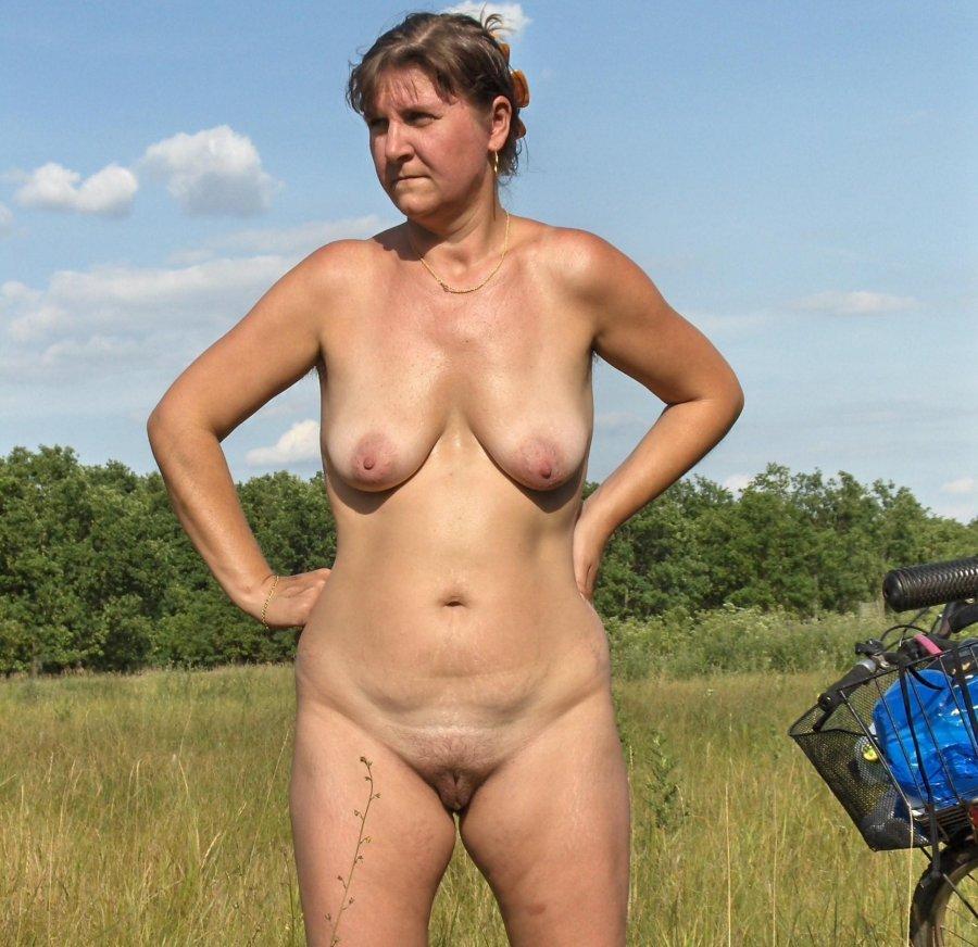 amateur moms without panties pics