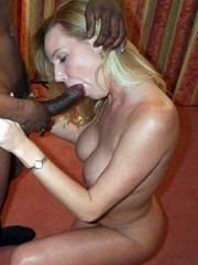 No more secrets! Naked moms does blowjob