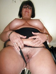 Curvy granny gets a finger in your old..