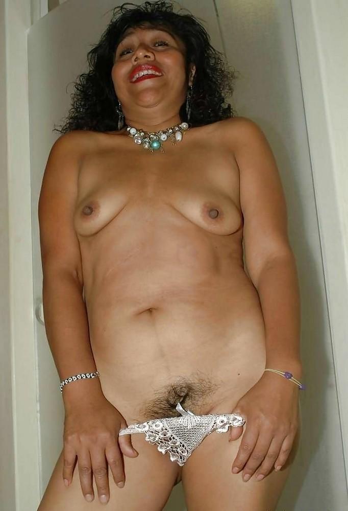 wonderful babe fully nude